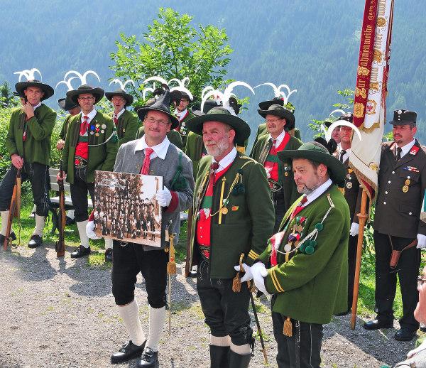 Bergmann Hans / Bergmann Alois / 13--dsc_5808-geschenk-von-kompanie / Zum Vergrößern auf das Bild klicken