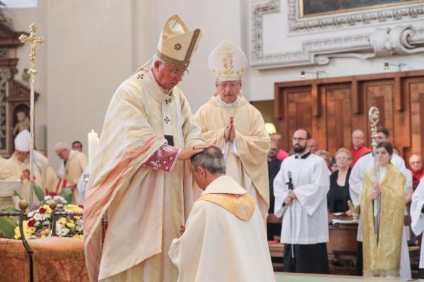 Thomas Saurer / Bischofsweihe / Zum Vergrößern auf das Bild klicken