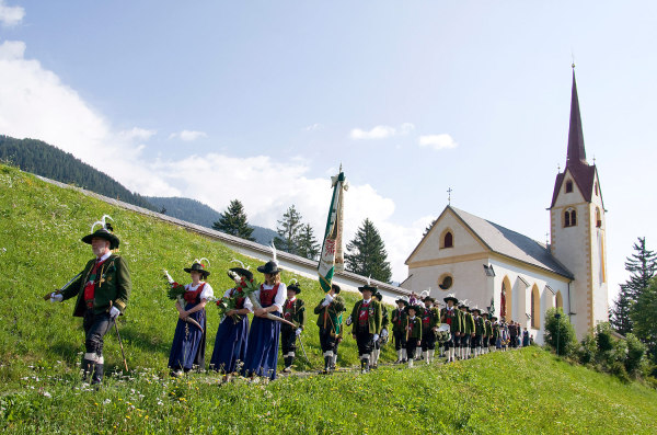 Bermann Hans / Bermann Alois / 4--img_5013-strassen-jakobiprozession-2012- / Zum Vergrößern auf das Bild klicken