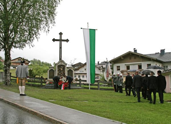 SR Karl Schett / 5_gedenkfeier_.23.5.2015,_mit_kranzniederlegung_hp__ / Zum Vergrößern auf das Bild klicken