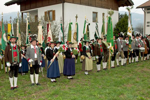 Quelle: Südtiroler Schützenbund / 6_img_0178-beim-festakt / Zum Vergrößern auf das Bild klicken