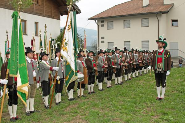 Quelle: Südtiroler Schützenbund / 7_img_0193-rechts-gschaut / Zum Vergrößern auf das Bild klicken
